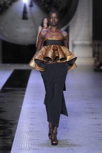 Dice Kayek Autumn Winter 2015 Black Model